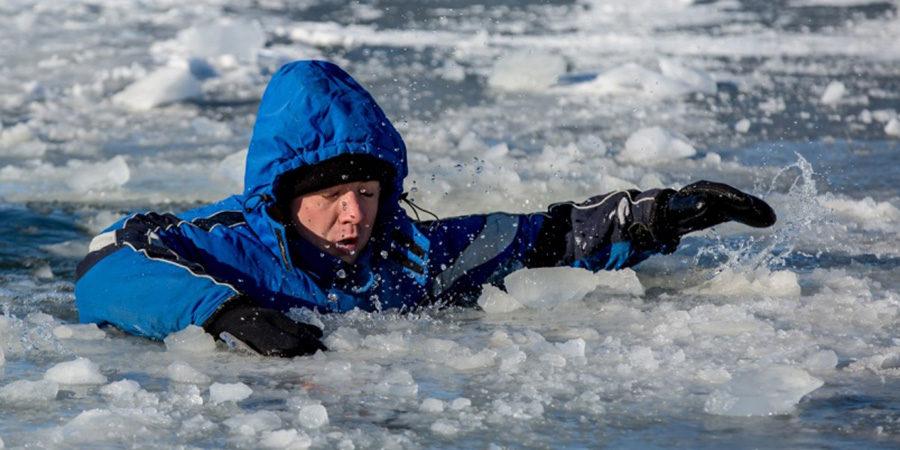 Гифка провалился под лед